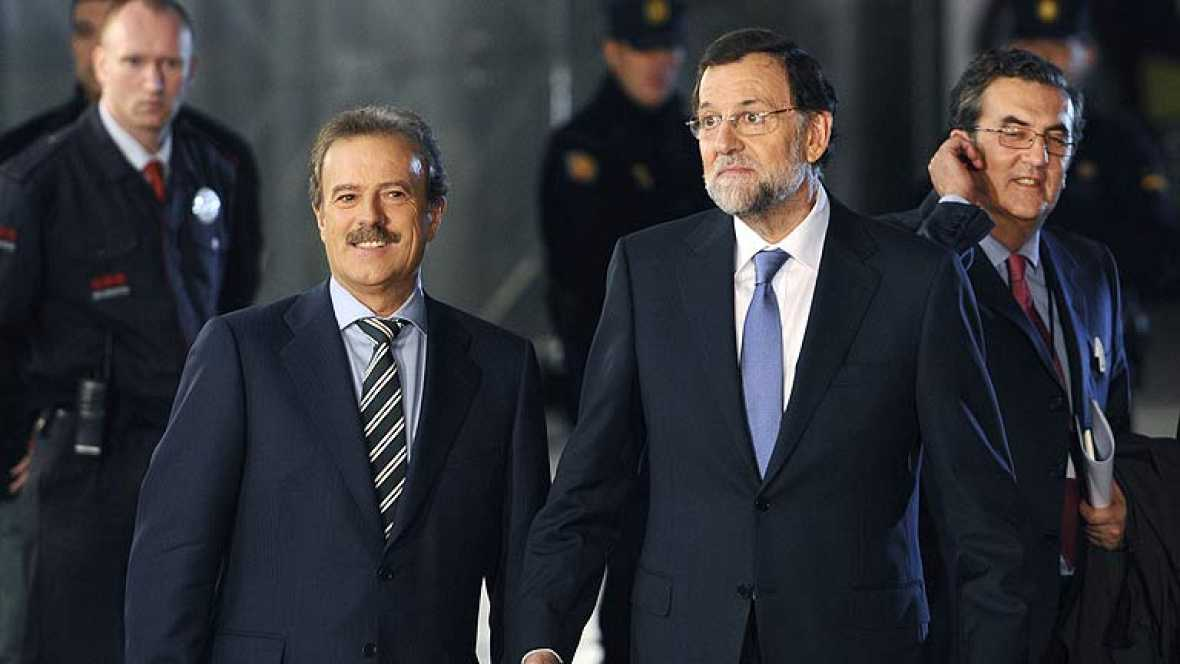 Rajoy y Rubalcaba abandonan el Palacio de Congresos de Madrid donde se ha celebrado el único cara a cara al que se enfrentarán antes del 20N.