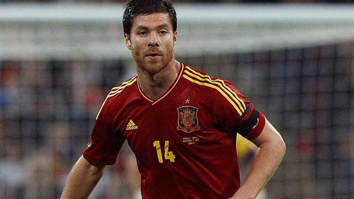 Programa especial de la clasificación de España para la Eurocopa 2012 con el resumen, entrevistas y comentarios de especialistas del amistoso en Wembley contra Inglaterra.