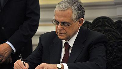 Lukás Papadimos presenta su plan de gobierno a expensas de la llegada de los inspectores de la troika