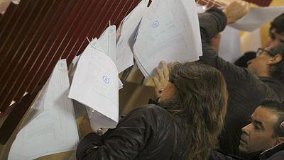 """""""Absoluta normalidad"""" en la apertura de los colegios electorales, con algún retraso por las lluvias"""