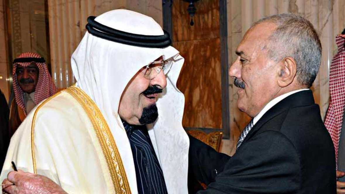 El presidente yemení firma su traspaso de poder