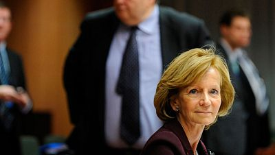 Elena Salgado se despide como ministra de Economía, ya en funciones, en Bruselas