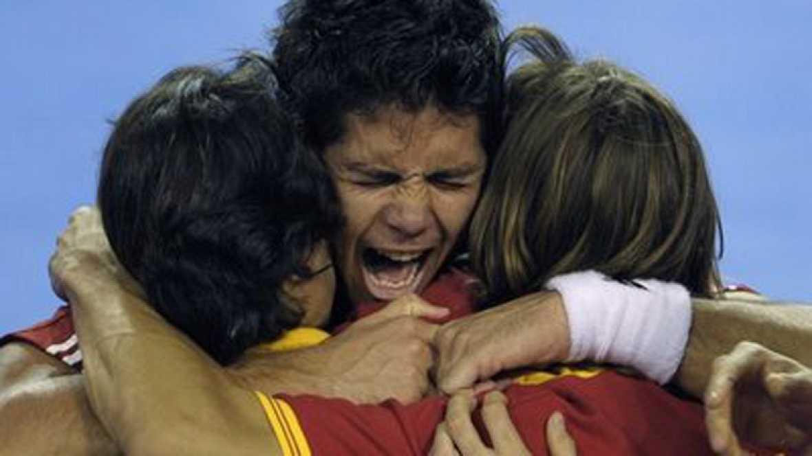 El equipo español de la Copa Davis ha conquistado la quinta Copa Davis de su historia. Ferrero en el año 2000, Moyá en 2004, Verdasco en 2008 y la pareja de dobles fomrada por Feliciaano y Verdasco en 2009 consiguieron el punto necesario para conquis