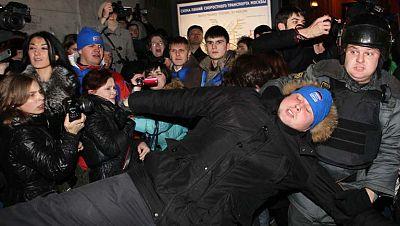 Al menos 100 opositores detenidos en Rusia por denunciar irregularidades en las elecciones