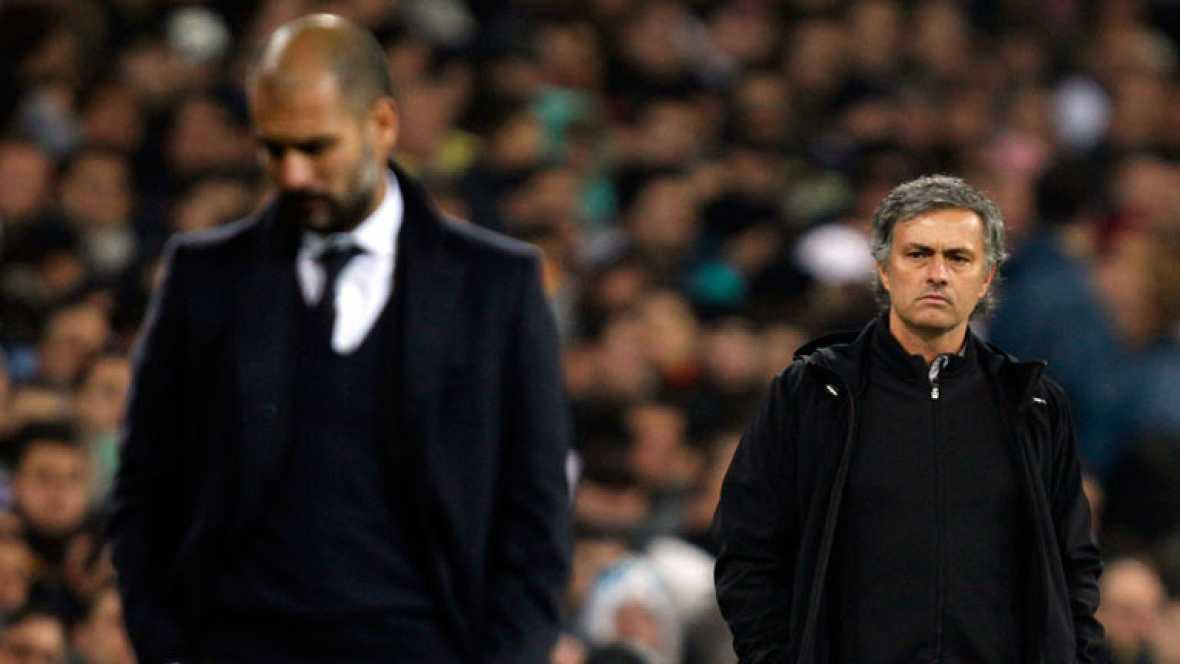 El planteamiento técnico de Guardiola se impuso al de Mourinho sobre el césped del Bernabéu. Mientras Guardiola felicita a su equipo y no da por muerto al Real Madrid, Mourinho achaca a la suerte la victoria azulgrana.