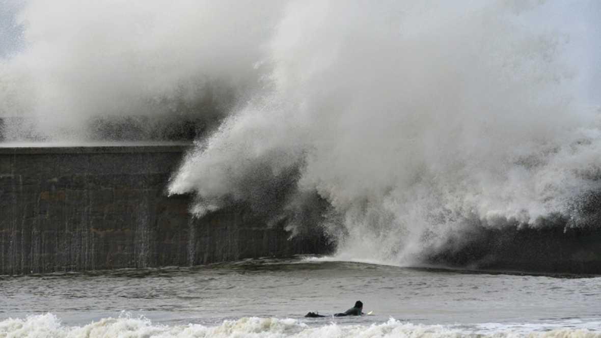 Alerta roja en la costa gallega por olas que podrían superar los nueve metros