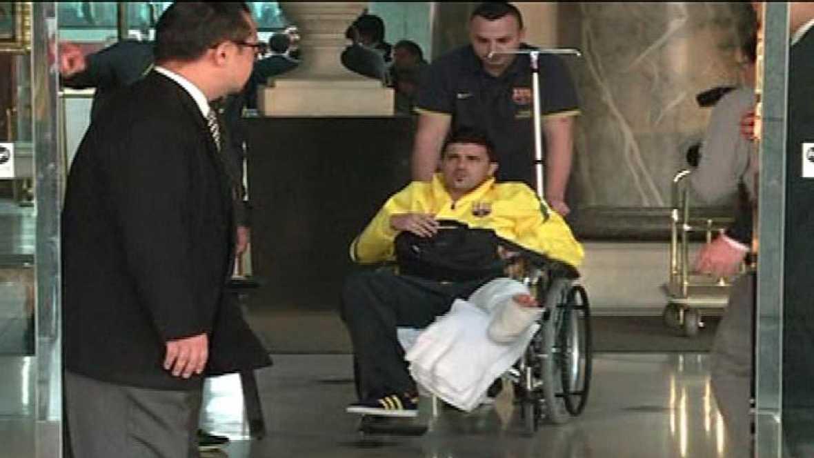 El delantero del FC Barcelona viaja desde Japón para ser operado el fin de semana de su fractura de tibia