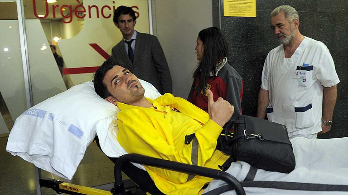 El delantero del Barcelona David Villa ha aterrizado en la Ciudad Condal y ha sido directamente ingresado en la clínica Quirón, donde será operado en las próximas horas.