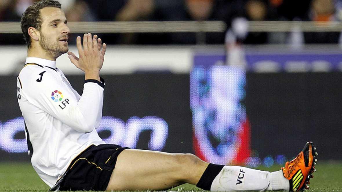 La sonrisa de Del Bosque en un acto de Aldeas Infantiles nos deja más tranquilos... y es que el seleccionador tiene un dura papeleta por delante. La 'crisis del 9' le complica la lista de la Eurocopa, la lesión de Villa es su principal preocupación.