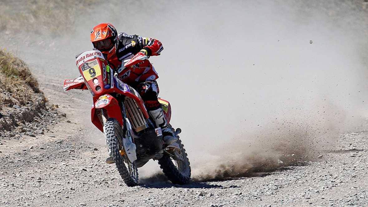 El accidente del estadounidense Alexis Cody Quinn, que se rompió la clavícula y ha tenido que abandonar el rally, ha sido una de las imágenes más sobrecogedoras de la 3ª etapa.