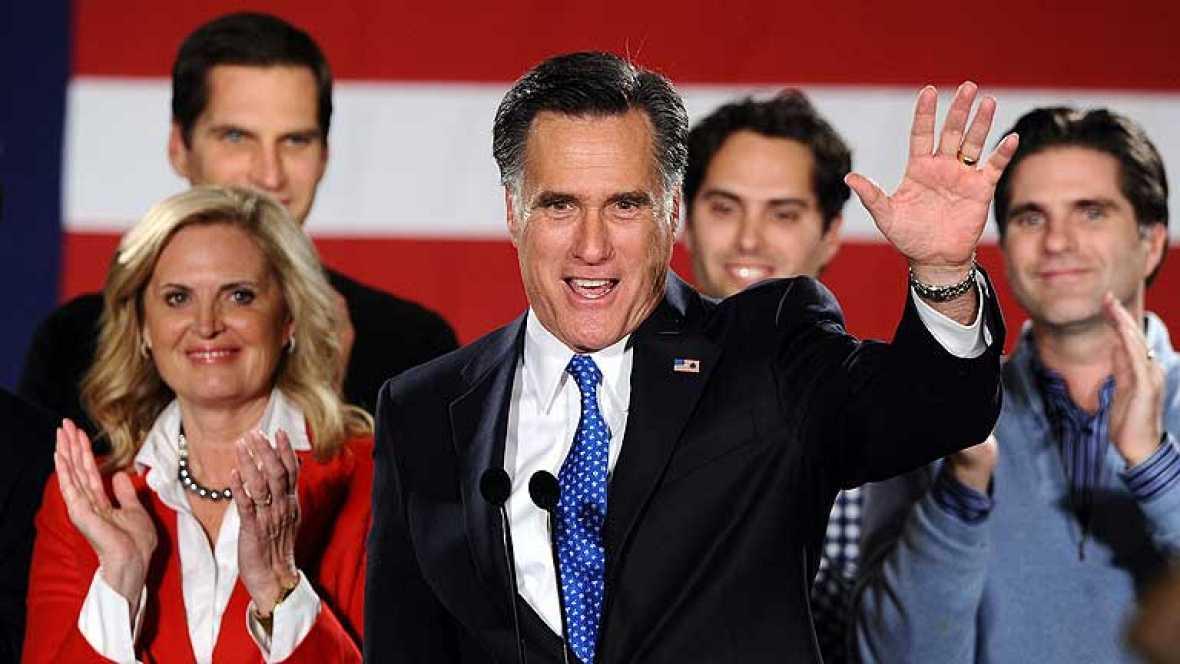 """La primera cita en la carrera por la Casa Blanca, los """"caucus"""" (asambleas populares) republicanos de Iowa, se ha saldado finalmente con el triunfo, por tan solo ocho votos, del ex gobernador de Massachusetts Mitt Romney frente a su inmediato rival"""