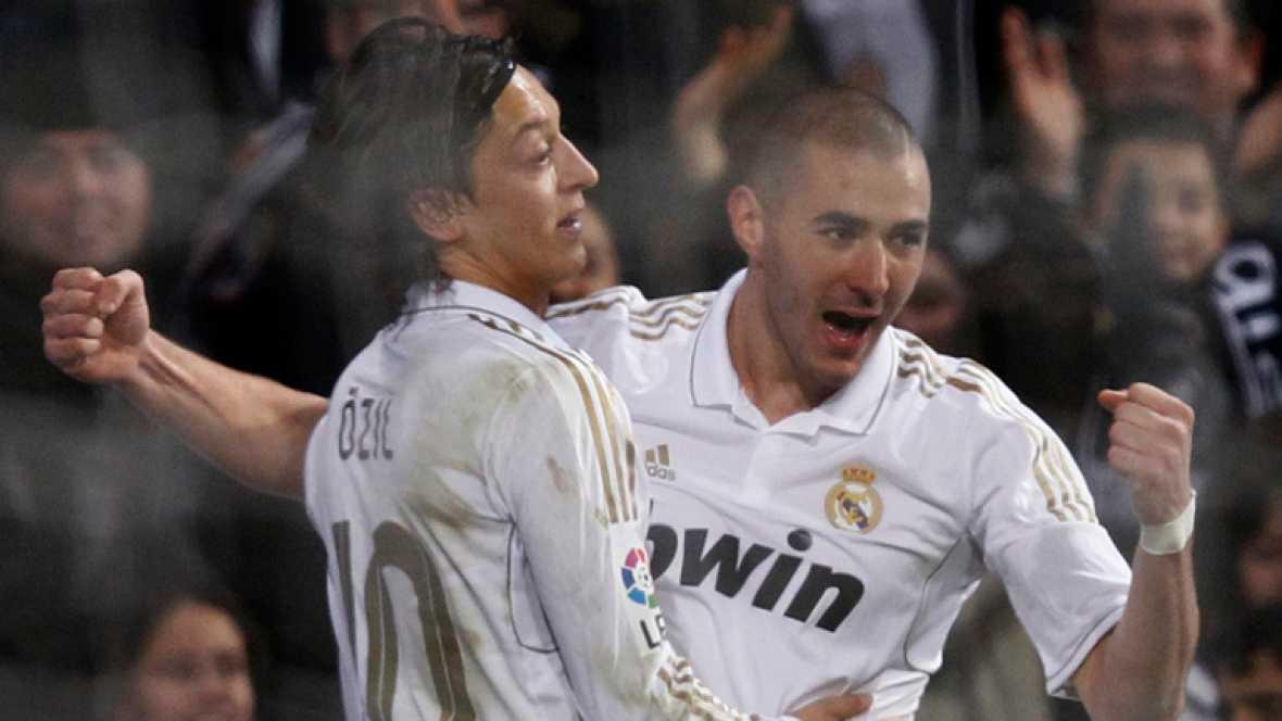 """El entrenador del Real Madrid, José Mourinho, ha reconocido que  """"en el descanso"""" les dijo a sus jugadores que """"era una pena que no  pudiera hacer 11 cambios porque sino los hacía"""", tras la mala primera  parte que firmaron los blancos, en un encuentr"""