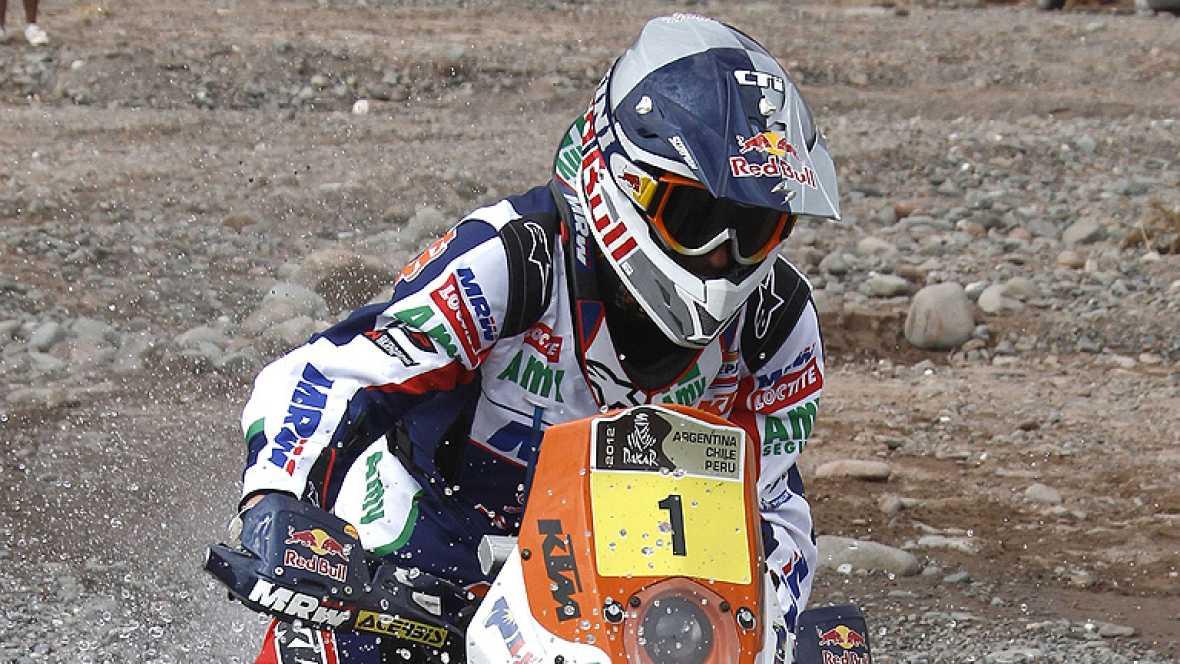 El piloto español Marc Coma (KTM) consiguió recortar distancias al  líder en motos del Rally Dakar 2012, el francés Cyril Despres, tras  vencer en la cuarta jornada de competición, celebrada entre las  localidades argentinas de San Juan y Chilecito,