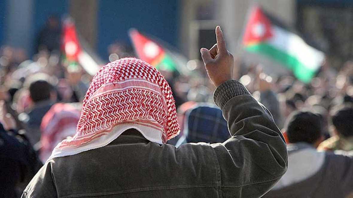 Según el informe Año de rebelión. El estado de los derechos humanos en Oriente Medio y el Norte de África, a pesar del optimismo inicial que se vivió en la región, no se han producido reformas institucionales clave que garanticen que este tipo de ab