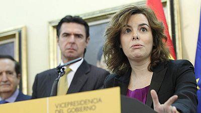 """Sáenz de Santamaría pide a los españoles """"un esfuerzo más"""" y promete que """"no será en vano"""""""
