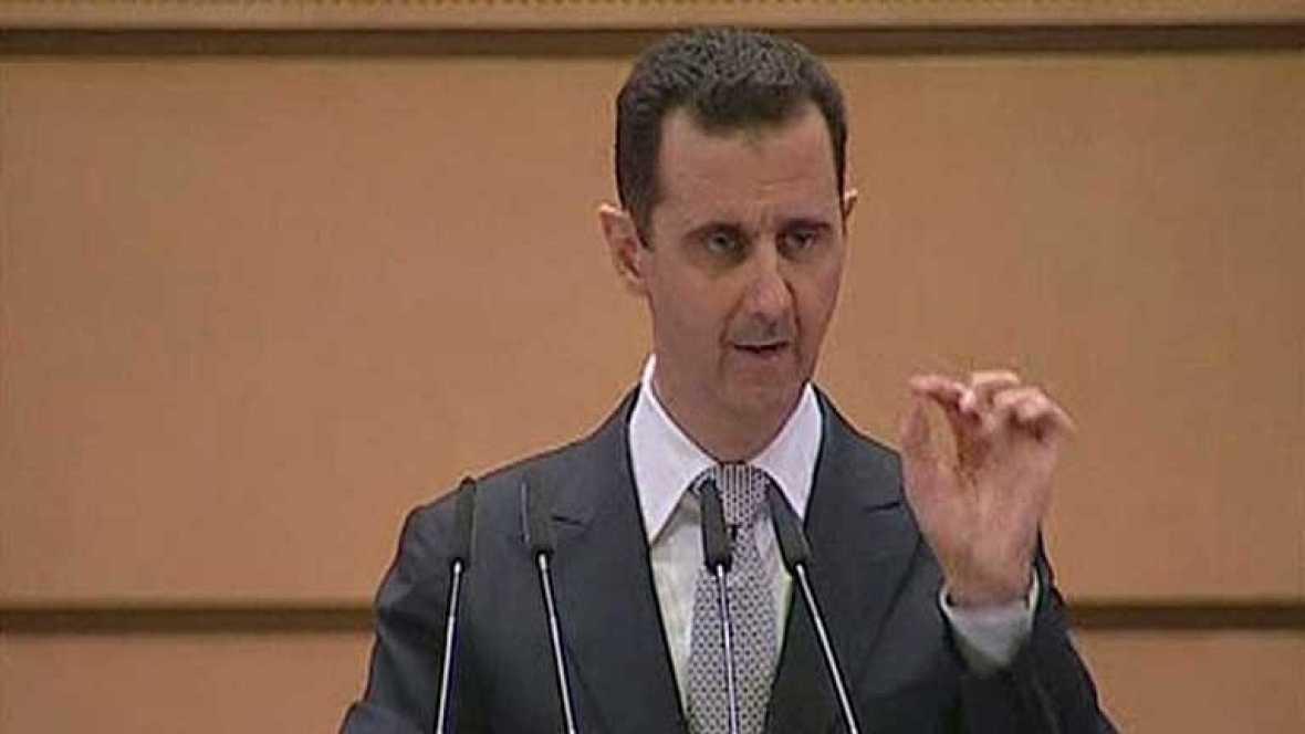 """El presidente sirio, Bachar al Asad, ha asegurado que no se plegará a las presiones de lo que denominó """"una conspiración exterior"""" y ha afirmado que liderará su país por el camino de la estabilidad y la victoria total"""