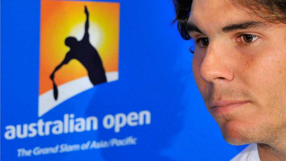 España estará representada en el Abierto de Australia por 19 tenistas con Rafa Nadal a la cabeza, a quien hoy veiamos preparar su debut frente al estadounidense Kuznetsov. En total 9 españoles en la primera jornada. Tambien va a debutar el lunes el t