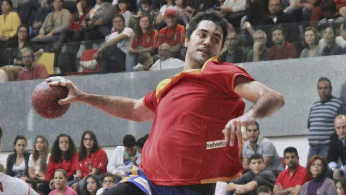Ya ha comenzado en Serbia el Campeonato de Europa de balonmano donde España buscará una plaza para los Juegos de Londres. El lunes se estrena la selección que dirige Valero Rivera frente al rival más dificil, Francia, la campeona de todo, del Mundo,