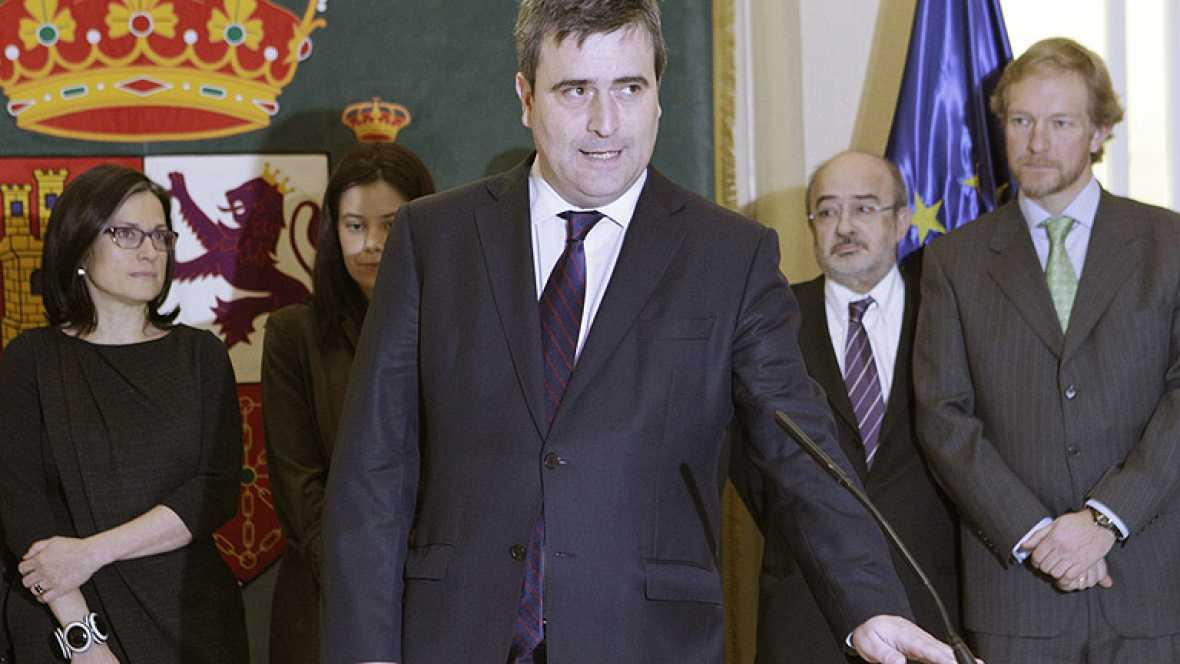 El nuevo secretario de Estado para el Deporte, Miguel Cardenal, ha tomado posesión del cargo, acompañado del ministro de Educación, Cultura y Deporte, José Ignacio Wert.