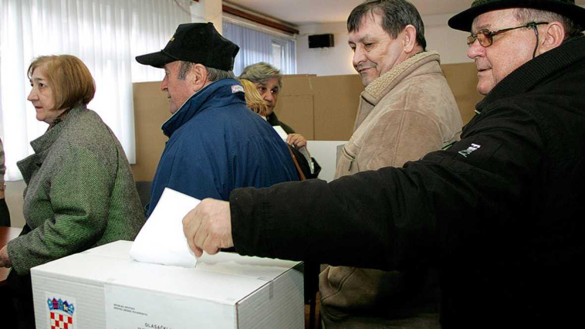 Los croatas votan en referéndum para intentar entrar en la Unión Europea