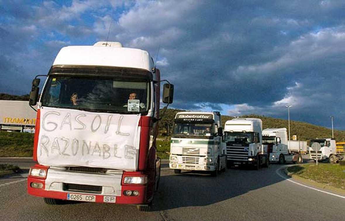 La protesta de los camioneros por el precio del gasóleo se ha extendido hoy por toda la costa mediterránea.
