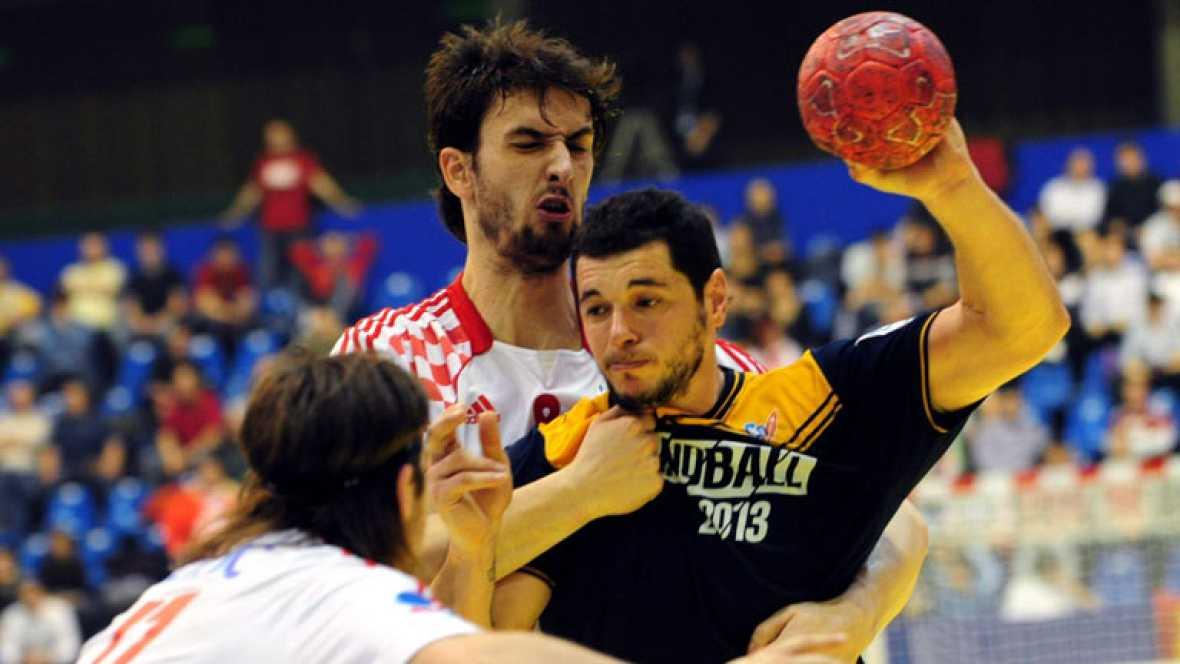 España ha caído derrotada ante Dinamarca por 25-24 y se queda fuera de la lucha por el primer puesto del Europeo de Serbia. Los de Valero Rivera, que además pierden la oportunidad de clasificarse directamente para los Juegos Olímpicos de Londres, han