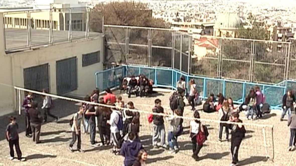 La asfixia económica de Grecia se palpa en sus calles y escuelas