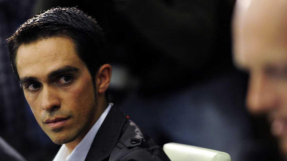"""Alberto Contador ha expresado su opinión acerca de la sanción que le ha impuesto el TAS y ha asegurado que la considera """"incomprensible"""". Además, ha indicado que seguirá en el mundo del ciclismo, al que volverá más fuerte y ha dejado abierta la posib"""