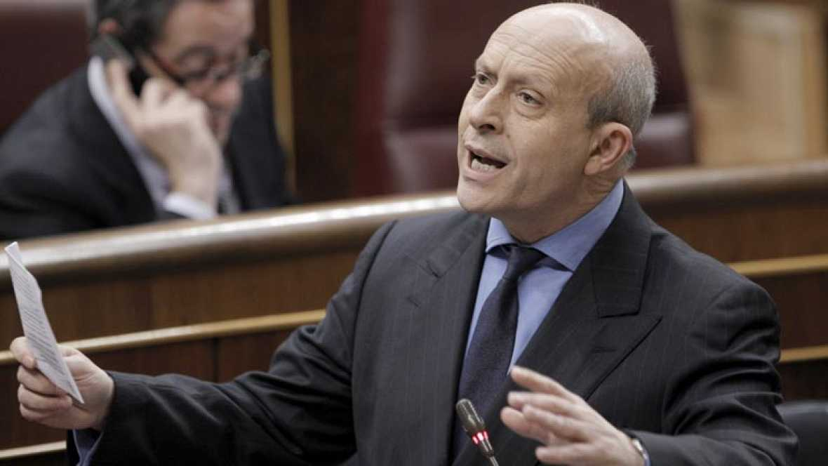 Tanto el ministro de Educación, Cultura y Deporte, José Ignacio Wert, como el secretario general del PSOE, Alfredo Pérez Rubalcaba, entre otros líderes, ha expresado su apoyo a los deportistas y su indignación por la sátira de los guiñoles.