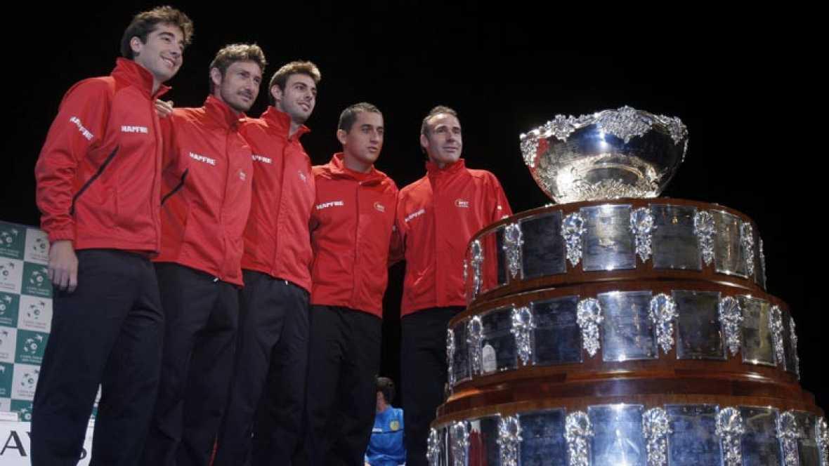 Juan Carlos Ferrero será el encargado de jugar el primer partido de la eliminatoria contra Kazajistán. España defiende título en 2012 con una escuadra renovada.