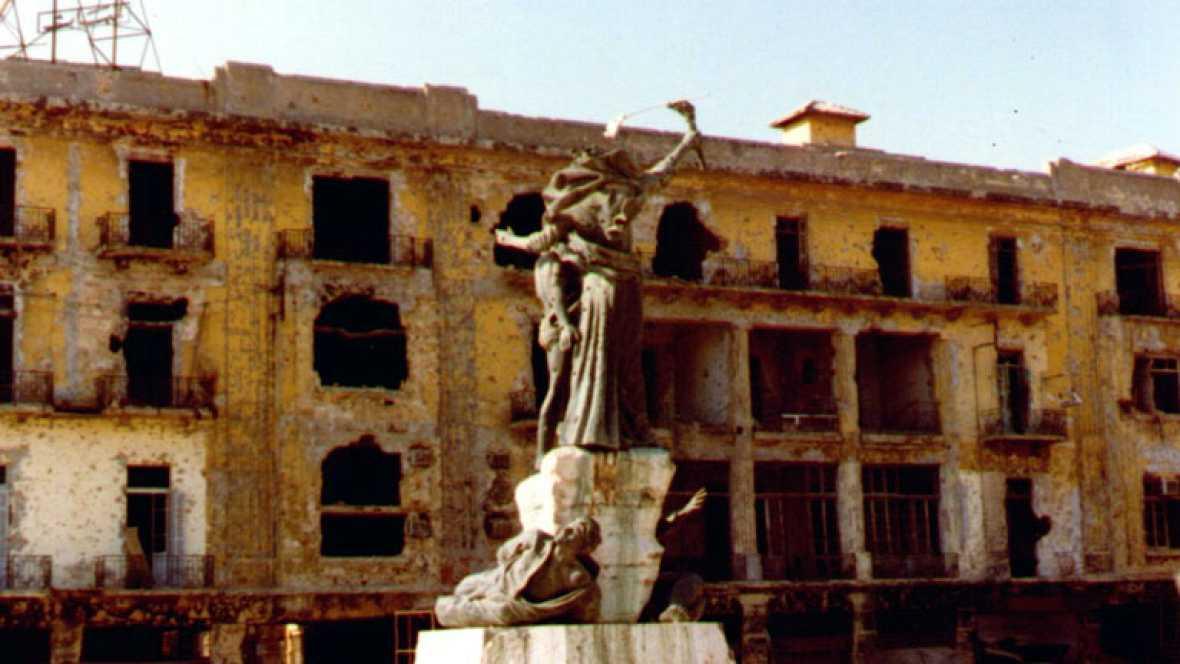 Facciones cristianas contra milicias suníes y chiíes. Intervención de Siria, refugiados palestinos e Israel. La guerra civil en Líbano duró quince años y dejó más de 150.000 víctimas civiles y es el precedente más radical de un conflicto sectario.