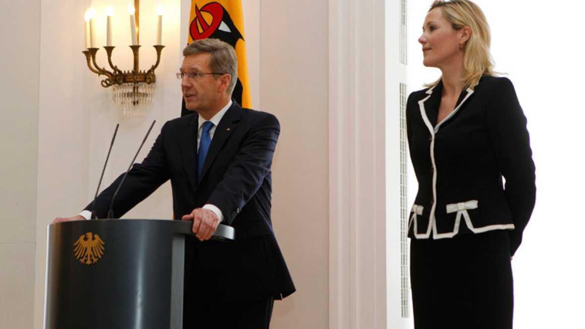 Dimite el presidente alemán, Christian Wulff, cercado por los casos de corrupción