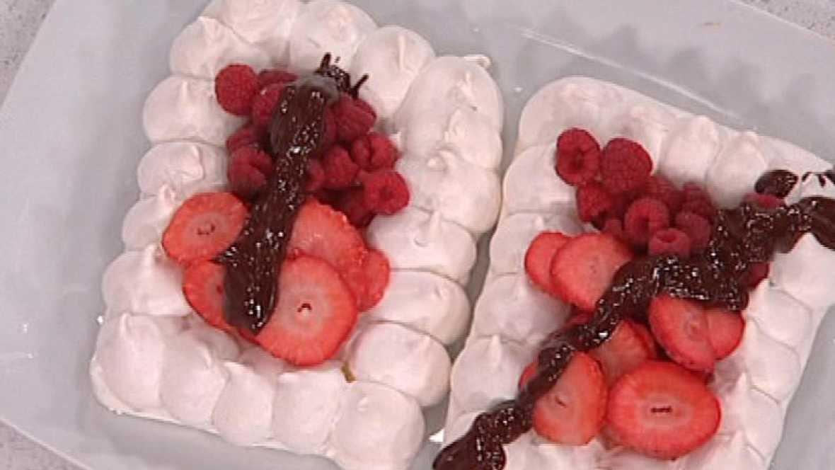 Bases de merengue con frutos rojos y chocolate (17/02/2012)