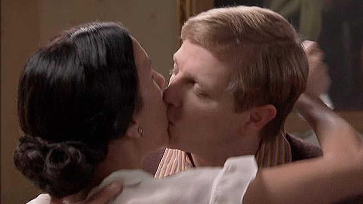 Amar - El beso de Manolita y Julio