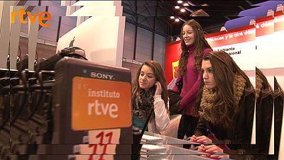 La Infanta Elena visita el stand del  Instituto RTVE en AULA