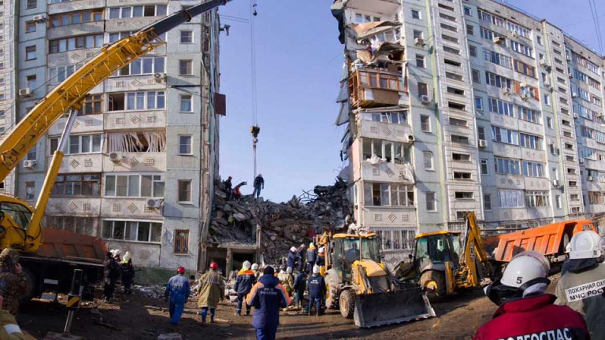 Imágenes del desplome de un edificio de viviendas en Rusia