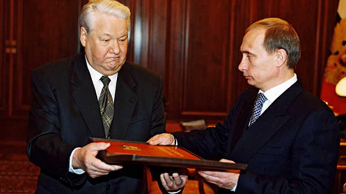 Vladimir Putin asciende del total anonimato como agente de la KGB a primer ministro primero y presidente después con el impulso de la Guerra de Chechenia.