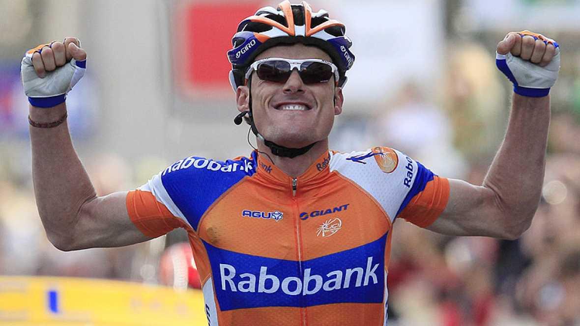 El español Luis León Sánchez, del Rabobank, ha ganado la sexta etapa de la París-Niza disputada entre  Suze la Rousse y Sisteron, de 176,5 kilómetros, en la que el británico Bradley Wiggins (Sky) mantuvo le jersey amarillo de líder.