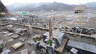 Toneladas de escombros un año después del tsunami de Japón