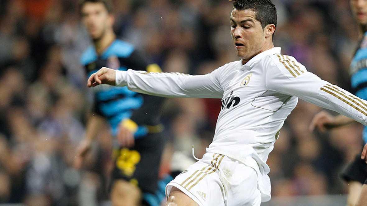 Sólido líder en la Liga, el Real Madrid afronta la vuelta de Champions con Cristiano Ronaldo enchufado, con 46 goles en su haber y con la ilusión de volver a levantar la 'orejuda', que ya lograra con el Manchester United.