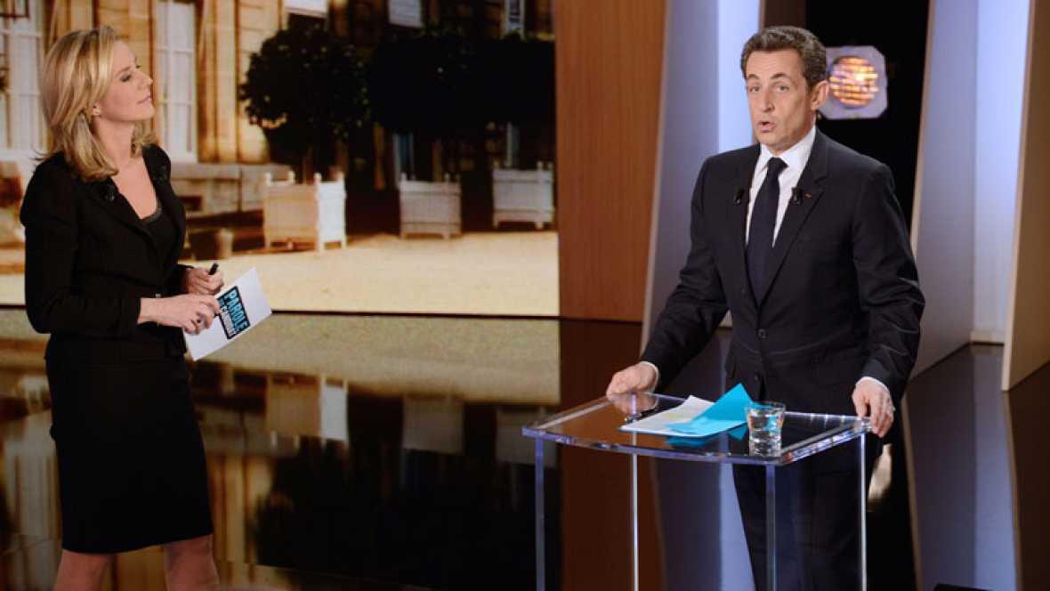 Sarkozy se encara con la periodista que le pregunta sobre Gadafi