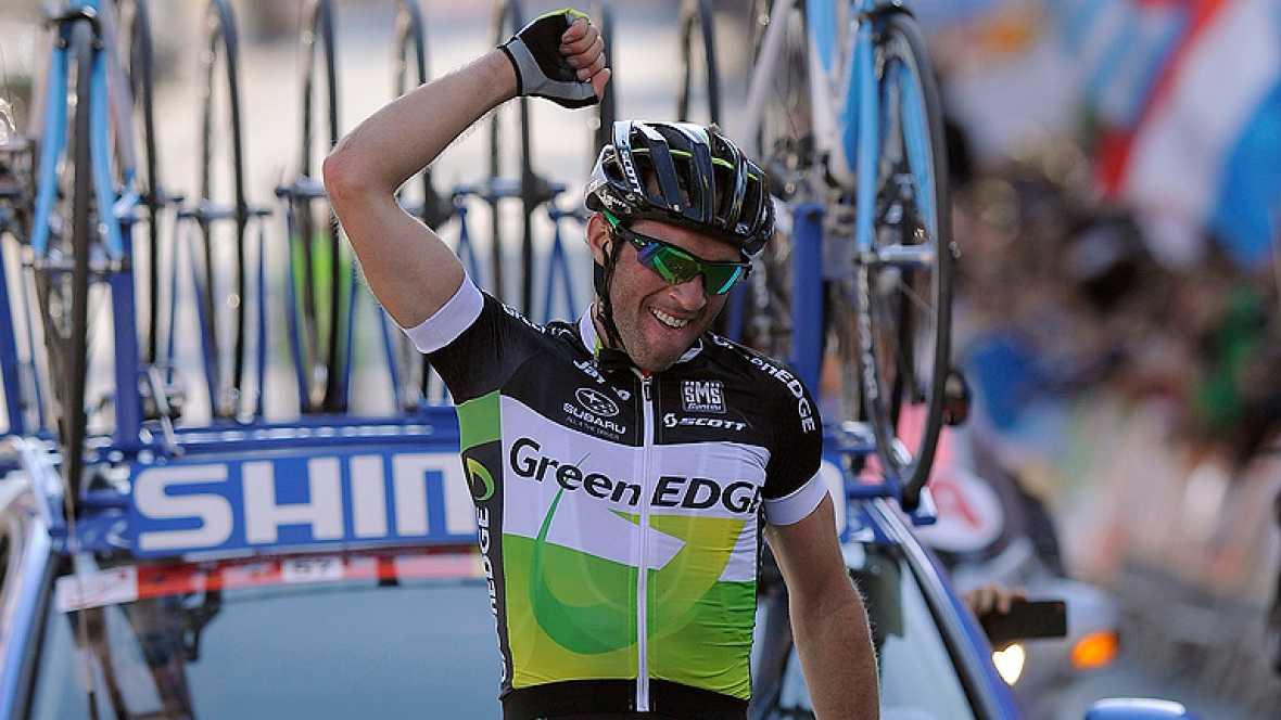 El ciclista italiano Michael Albasini (GreenEDGE) se ha enfundado  el primer maillot de líder de la Volta a Catalunya tras apuntarse el  triunfo en solitario en la primera etapa, un recorrido corto, pero  exigente, de 139 kilómetros con salida y lle