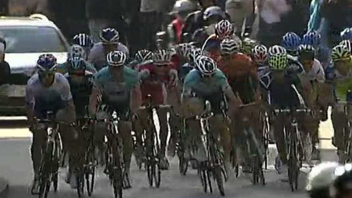 El ciclista francés del Saur-Sojasun Julien Simon ha ganado la quinta etapa de la Volta a Catalunya, que sigue liderando Michael Albasini una jornada más.