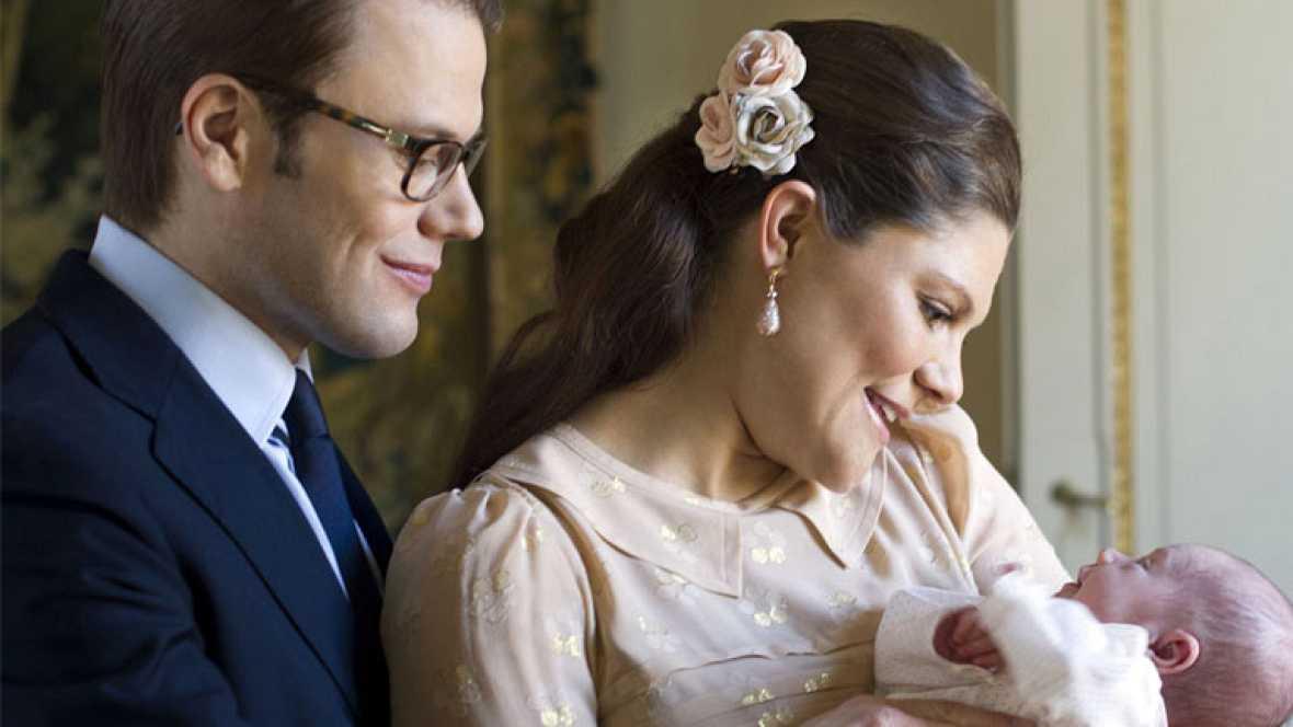 Corazón - Victoria de Suecia presenta a su hija Estelle