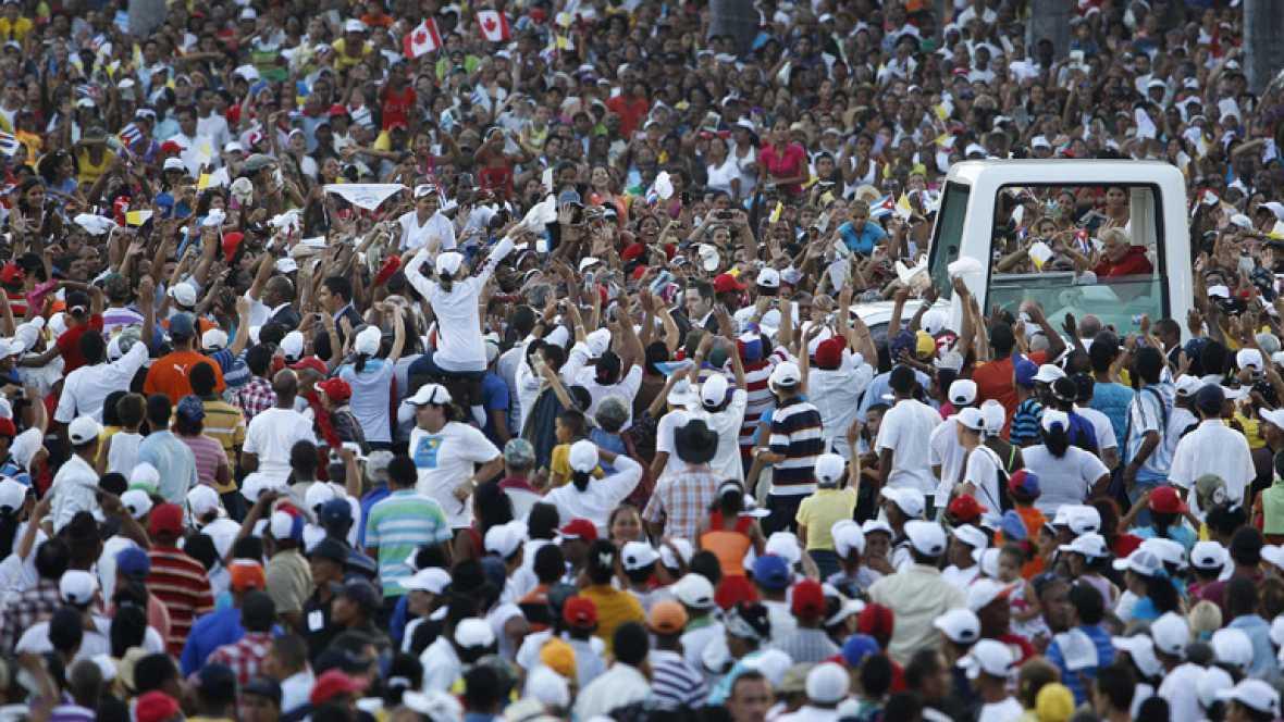 El Papa pide a los cubanos que luchen por una sociedad abierta y renovada