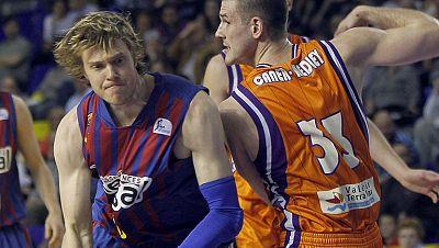 El F.C. Barcelona Regal ha aguantado la poderosa reacción del Valencia Basket, ganando por 76-72 con un oportuno Navarro en los minutos finales. De esta forma, los blaugrana mantienen el liderato.