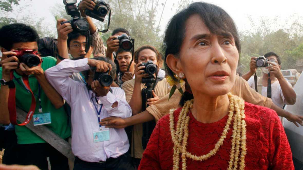 Aung Sang Suu Kyi consigue un escaño histórico en las elecciones de hoy
