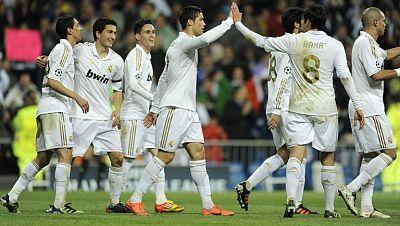Cómodo triunfo del R. Madrid con goleada al Apoel en el Bernabéu. 5-2 con algunos tantos de especial ejecución, como el de Kaká. Goles muy repartidos...tan solo repitió Cristiano Ronaldo, que volvió a marcar de falta.