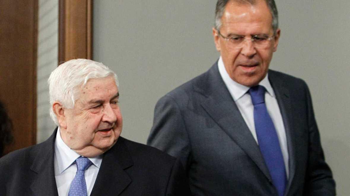Siria asegura que ha comenzado a retirar al Ejército mientras la oposición lo niega