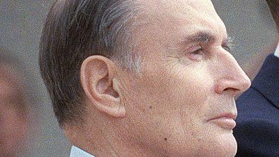 La victoria de François Mitterrand, que consiguió remontar y lograr la reelección en Francia, precipitó la salida del Gobierno de Jacques Chirac, su rival, que dimitió como primer ministro.